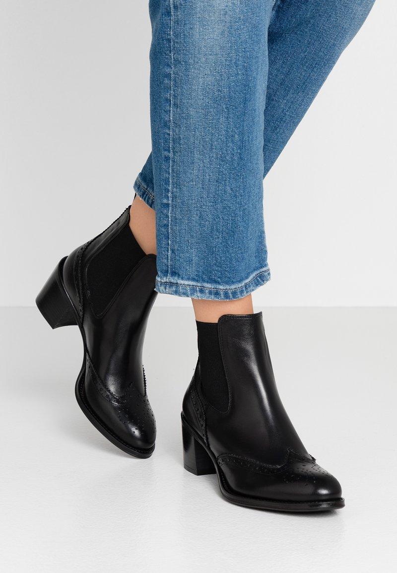 UMA PARKER - Ankle boots - nero