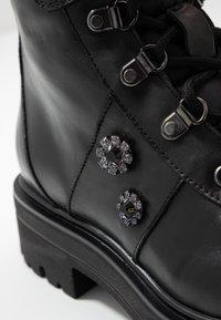 UMA PARKER - Šněrovací kotníkové boty - foulard nero - 2