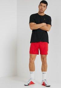 Umbro - CLUB SHORT - Sportovní kraťasy - vermillion - 1