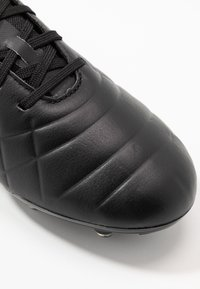 Umbro - MEDUSÆ III PRO FG - Korki Lanki - black/black reflective - 5