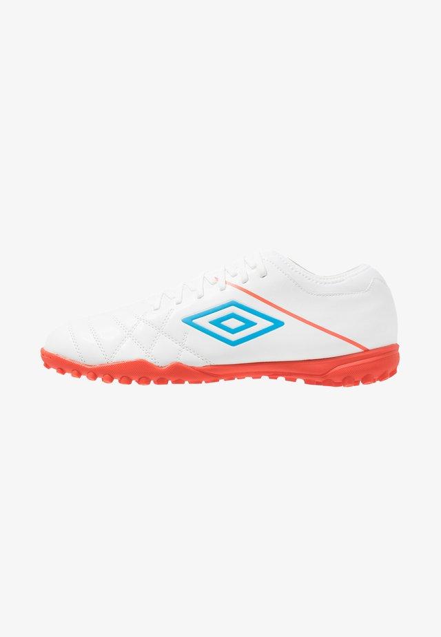 MEDUSÆ III CLUB TF - Astro turf trainers - white/ibiza blue/cherry tomato