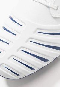 Umbro - UX ACCURO III PREMIER FG - Korki Lanki - white/medieval blue/blue radiance - 5