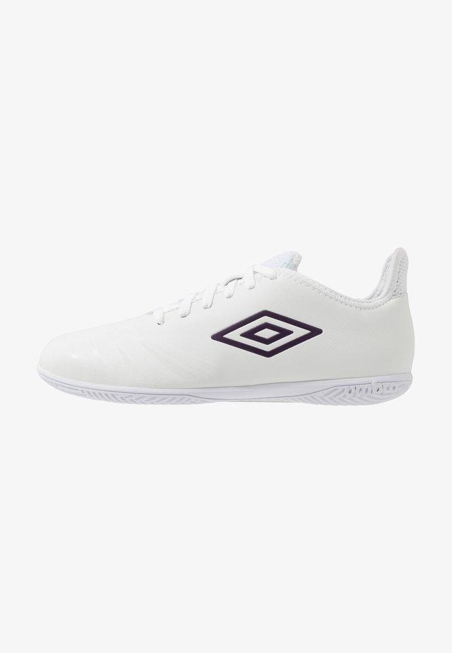 UX ACCURO III CLUB IC - Futsal-kengät - white/plum