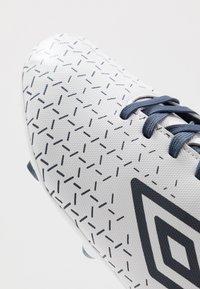Umbro - VELOCITA CLUB FG - Fodboldstøvler m/ faste knobber - white/medieval blue/blue radiance - 5