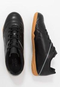 Umbro - MEDUSÆ III LEAGUE - Halové fotbalové kopačky - black/carbon - 1