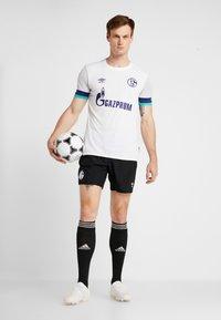 Umbro - FC SCHALKE 04 AWAY - Fanartikel - brilliant white/gray dawn/blueprint/arcadia - 1