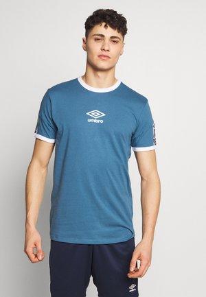 RINGER TAPED LOGO TEE - T-shirt con stampa - stellar/brilliant white
