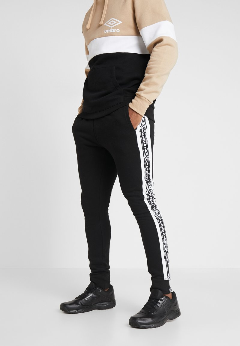 Umbro - TAPED  - Tracksuit bottoms - black/brilliant white