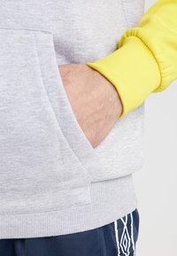 Umbro - BLOCK COLOUR HOODY - Felpa con cappuccio - empire yellow/brilliant white/grey marl - 5