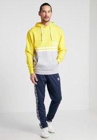 Umbro - BLOCK COLOUR HOODY - Felpa con cappuccio - empire yellow/brilliant white/grey marl - 1