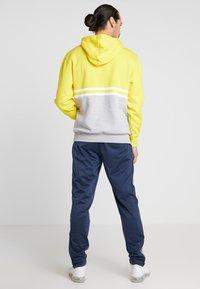 Umbro - BLOCK COLOUR HOODY - Felpa con cappuccio - empire yellow/brilliant white/grey marl - 2