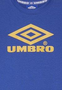 Umbro - CLASSICO CREW TEE - Printtipaita - dazzling blue/haze - 3