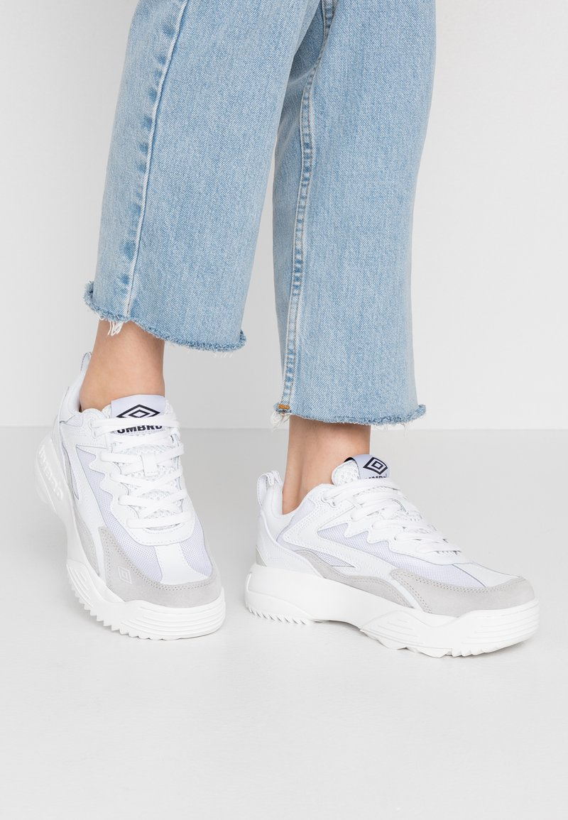 Umbro Projects - EXERT MAX - Sneakers - white
