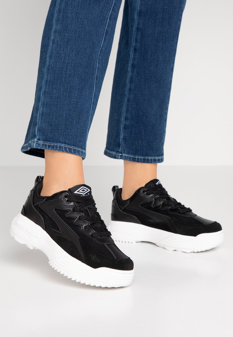 Umbro Projects - EXERT MAX - Sneakers - black/ white