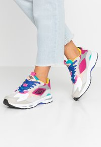 Umbro Projects - JOGGER - Sneakers - white/cool blue - 0