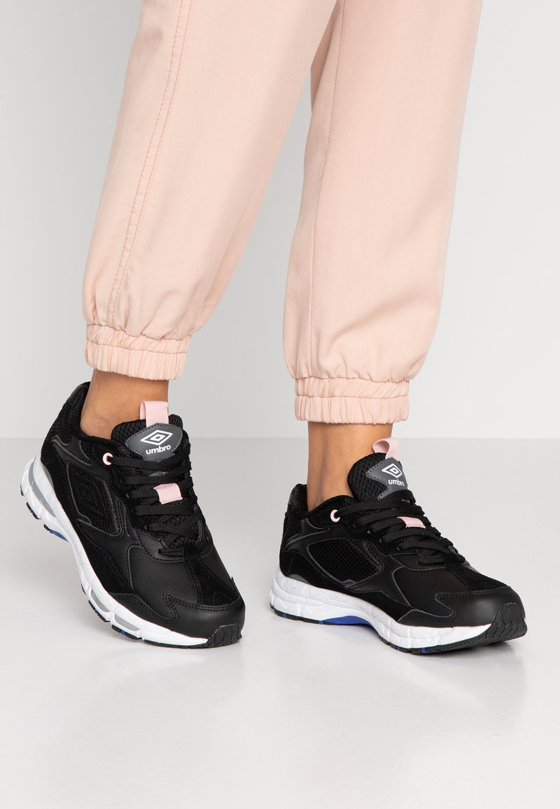 Umbro Projects - JOGGER - Sneaker low - black