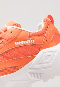 Umbro Projects - NEPTUNE - Tenisky - shock orange/white/black - 5