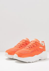 Umbro Projects - NEPTUNE - Tenisky - shock orange/white/black - 2