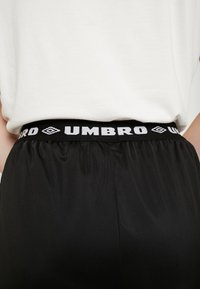 Umbro Projects - ZATECH CULOTTE WOMEN - Træningsbukser - stretch limo/bright white - 7