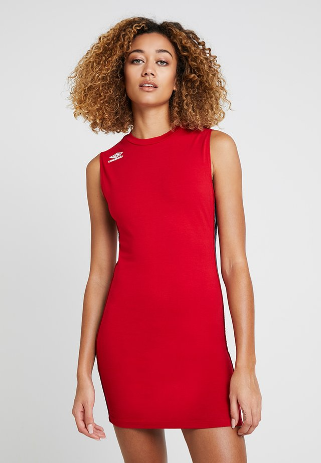 FLOW BODYCON DRESS - Žerzejové šaty - riot red