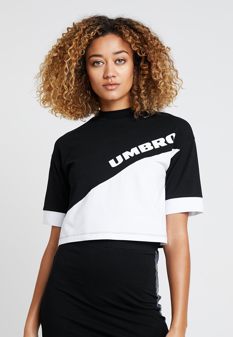 Umbro Projects - TEMP CROP TEE - Camiseta estampada - black/white