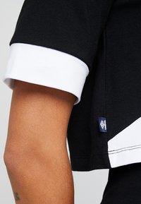 Umbro Projects - TEMP CROP TEE - Camiseta estampada - black/white - 5
