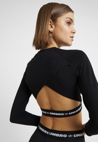 Umbro Projects - CARA CROPPED WOMEN - Pitkähihainen paita - stretch limo/bright white - 5
