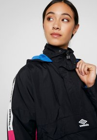 Umbro Projects - LINA ZIP JACKET WOMEN - Windbreakers - black/sorbet/swedish blue/bright white - 4