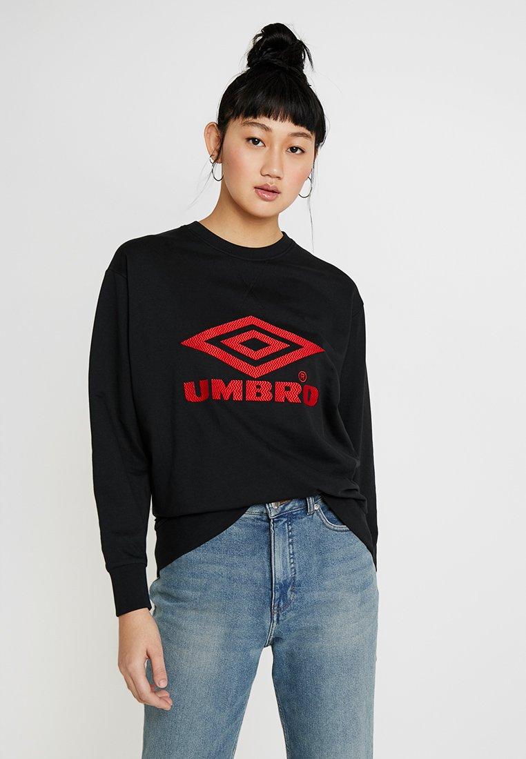 Umbro Projects - LOGO CREW - Sweatshirts - black/riot red