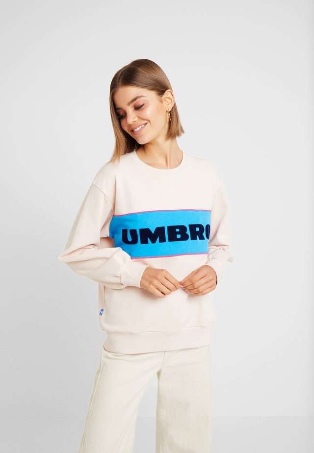 UMBRO TYAN SWEAT WOMEN - Sweatshirts - cameo rose/swedish blue/sorbet/