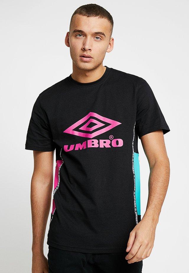 HORIZON CREW TEE - Print T-shirt - black/berry pink/ceramic