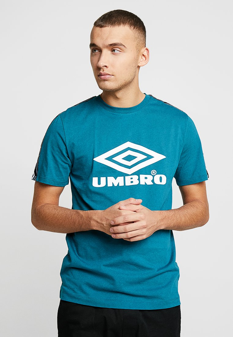 Umbro Projects - FOUNDRY TAPED TEE - T-shirts print - ocean depths/white