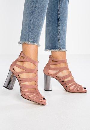 WANDY - Sandály na vysokém podpatku - old pink
