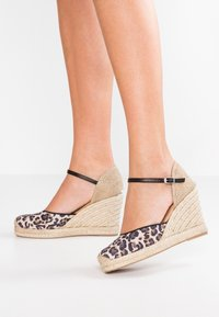 Unisa - CASTILLA - High heeled sandals - natural/black - 0