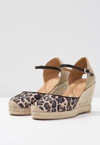 Unisa - CASTILLA - High heeled sandals - natural/black - 4