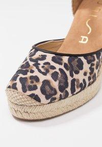 Unisa - CASTILLA - High heeled sandals - natural/black - 2