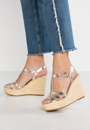 MACA - Korolliset sandaalit - platino