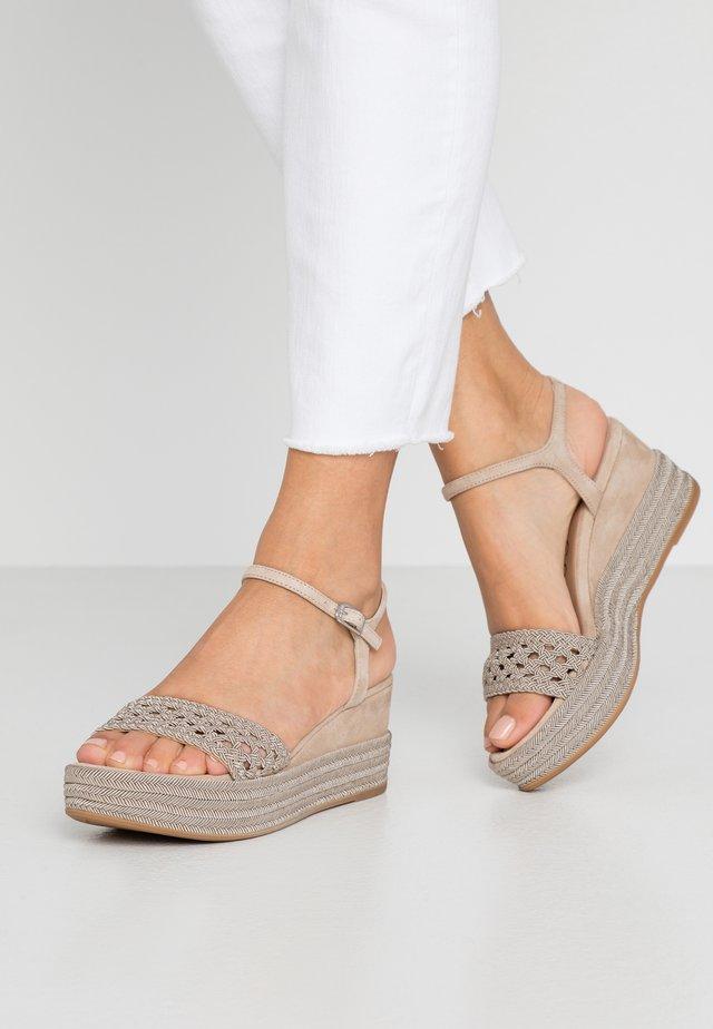 KISOME - Sandály na platformě - mist