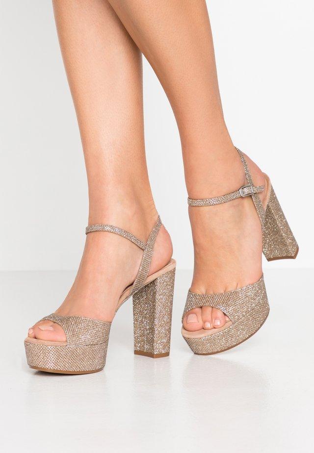 VEGARA - Sandaler med høye hæler - gold