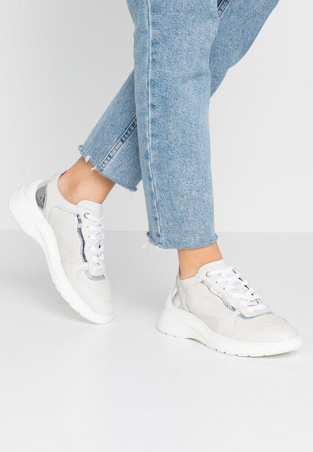 ESTAN - Sneakers - ivory