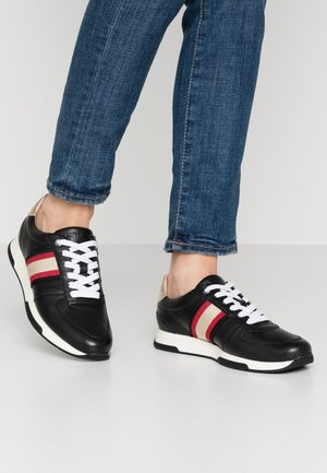 FARIDA - Sneakers - black/rouge