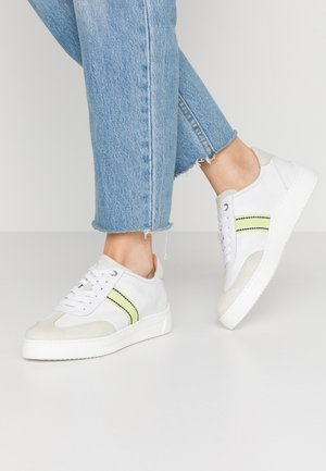 FELIU - Trainers - white/lime