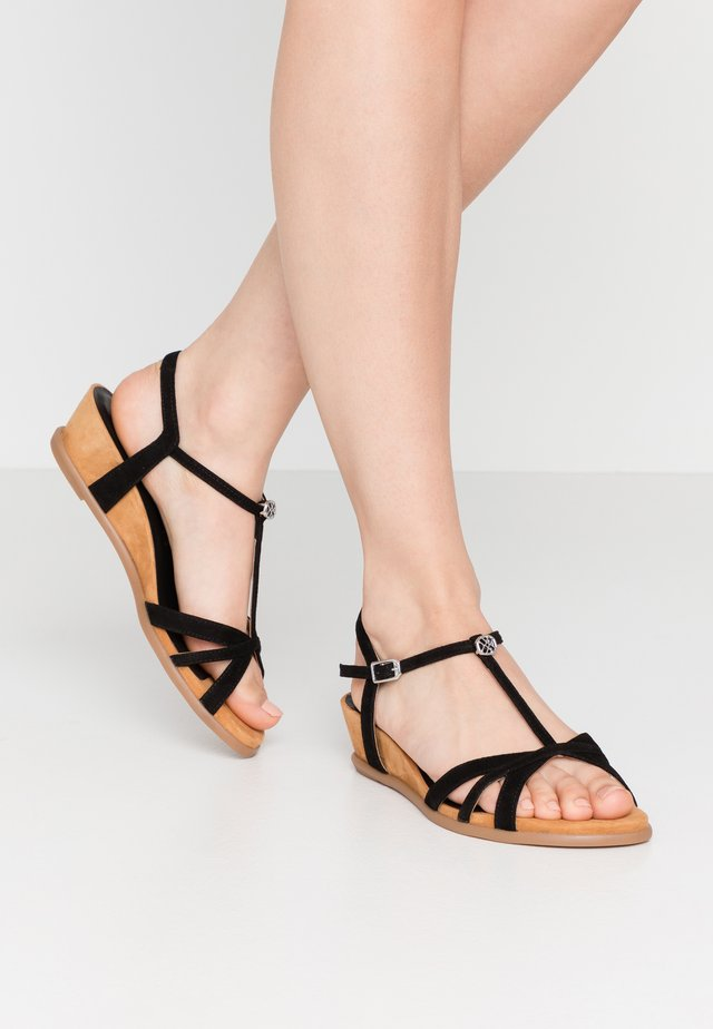 BINAR - Sandály na klínu - black