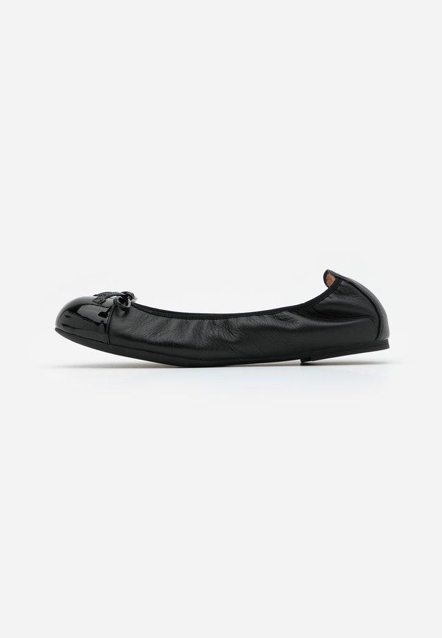 AUTO - Klassischer  Ballerina - black