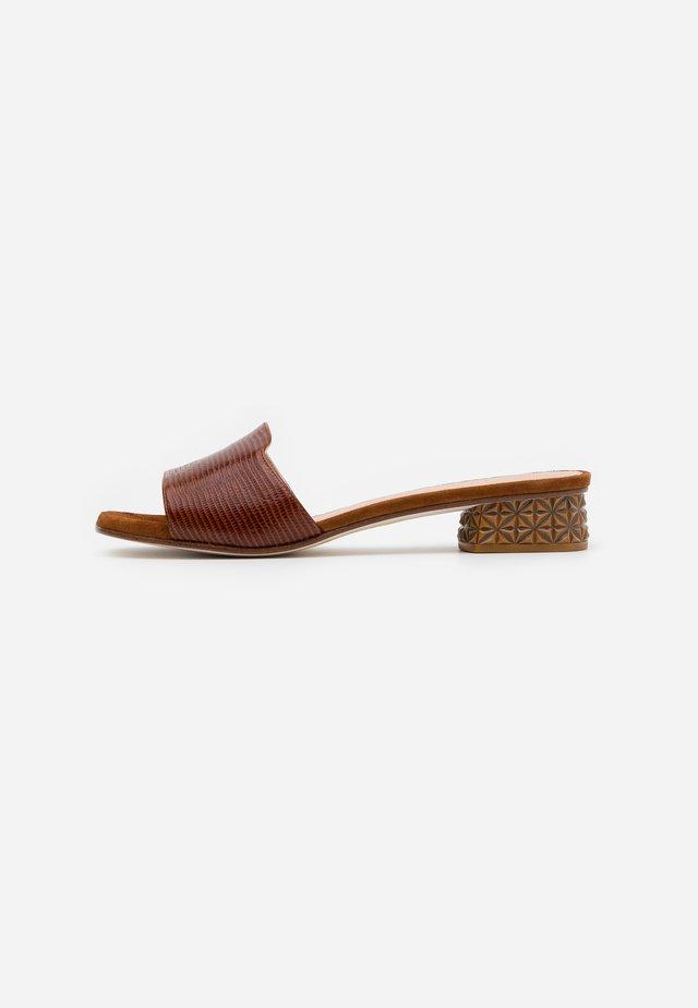 DAVEPA - Pantolette flach - cuir