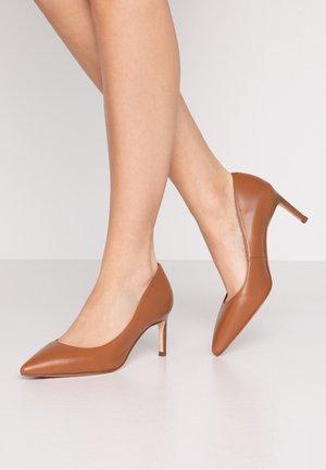 LANUS - Classic heels - bisquit