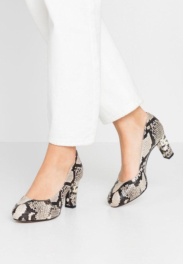 NUMIS - Platform heels - nacar