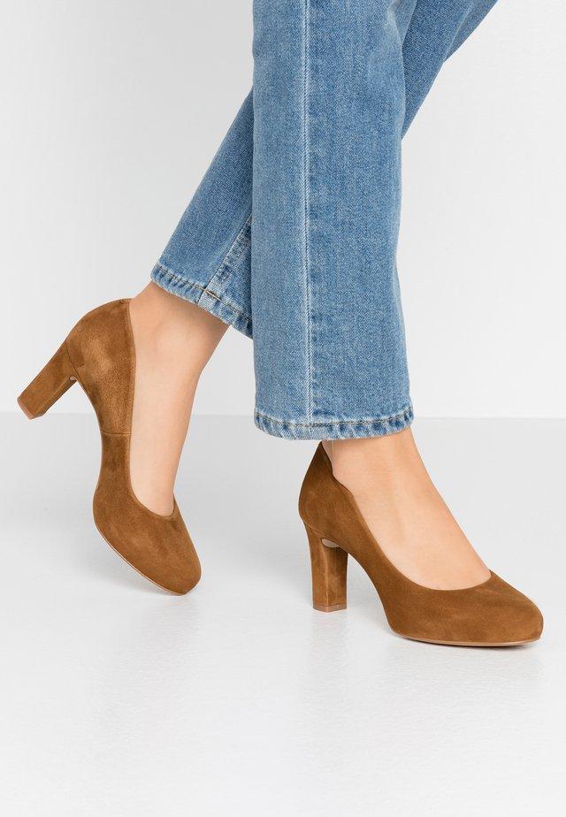 NUMIS - Platform heels - argan
