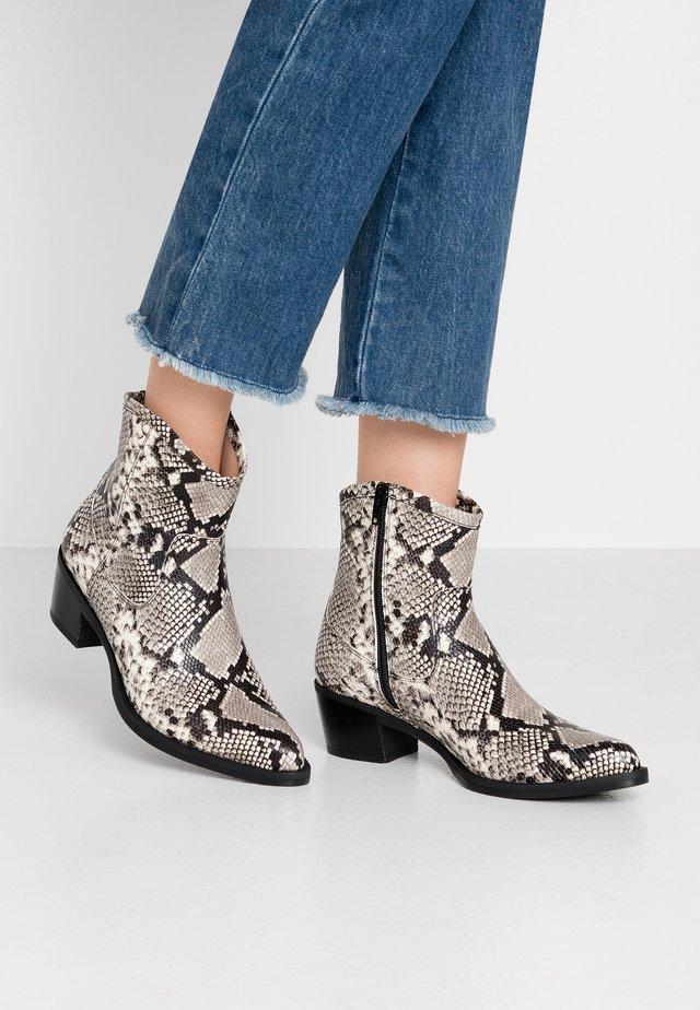 GORDON - Cowboy/biker ankle boot - ivory
