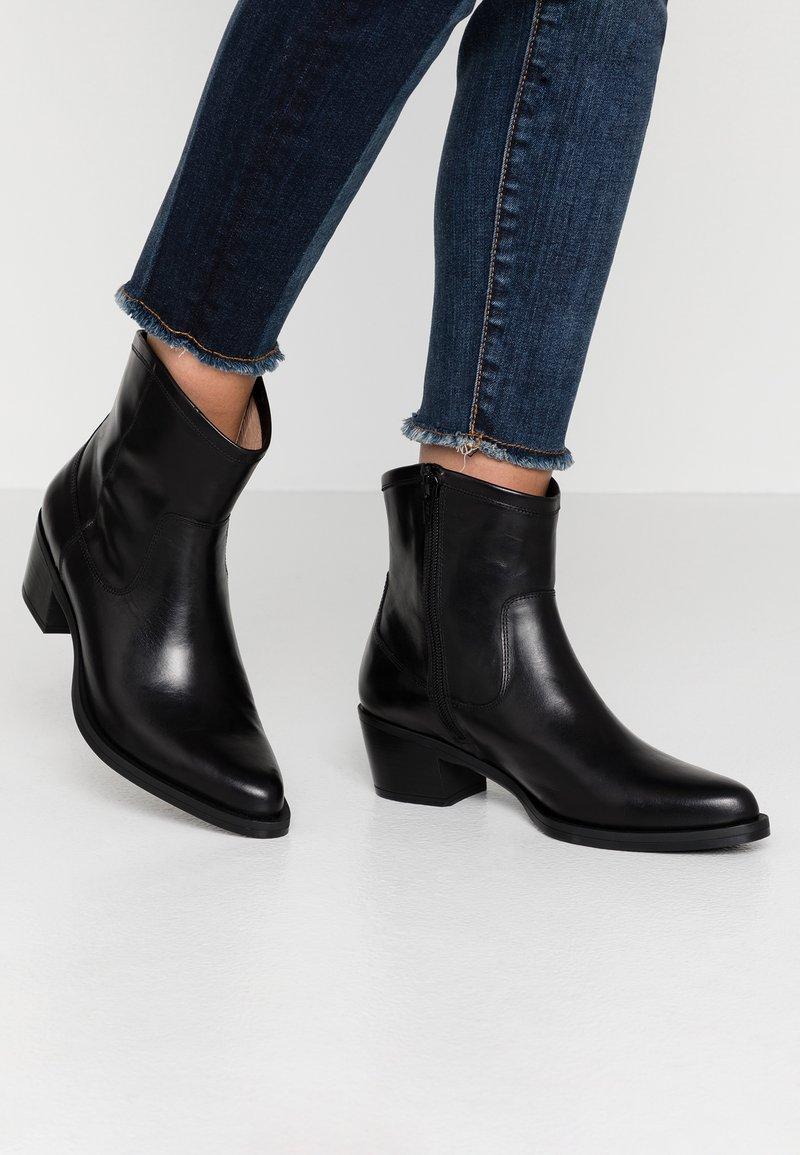 Unisa - GORDON - Cowboy/biker ankle boot - black
